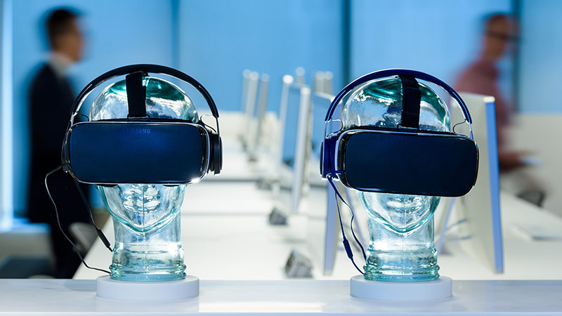 Two sets of virtual reality glasses positioned on translucent mannequin heads.